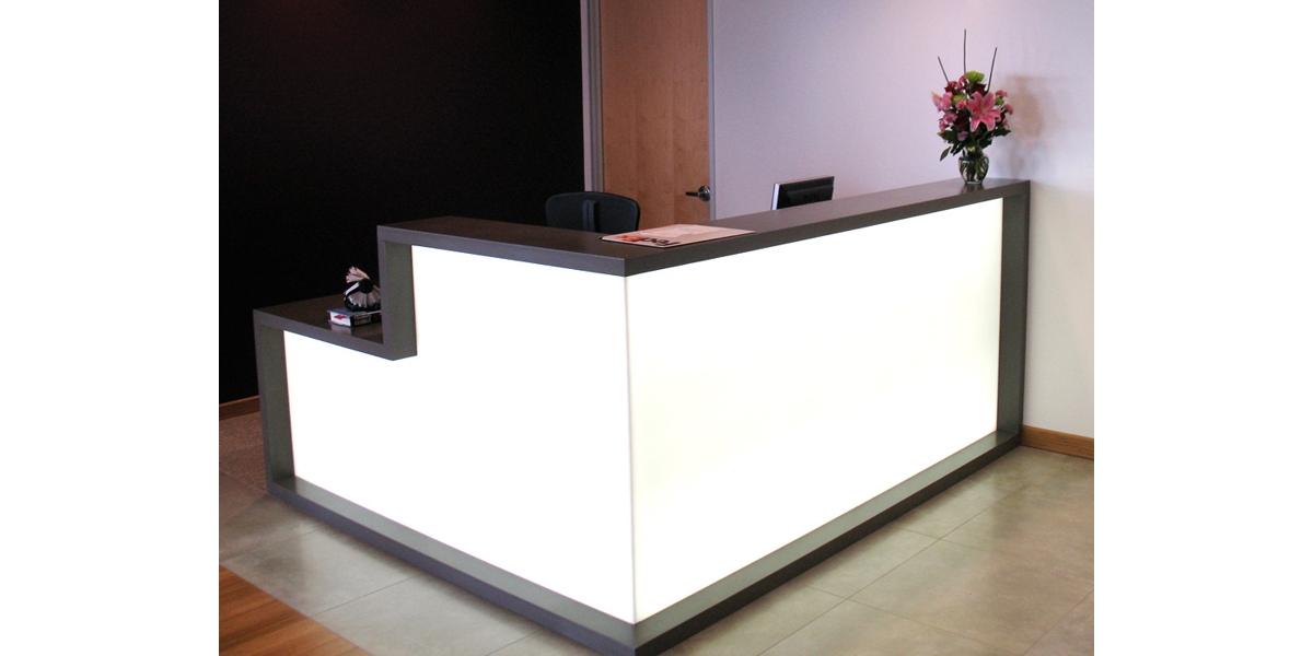 Cách chọn bàn quầy lễ tân cho sảnh văn phòng, khách sạn